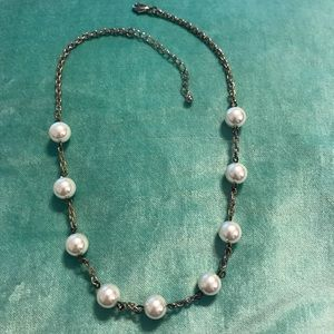 Jewelry - Necklace with pearls